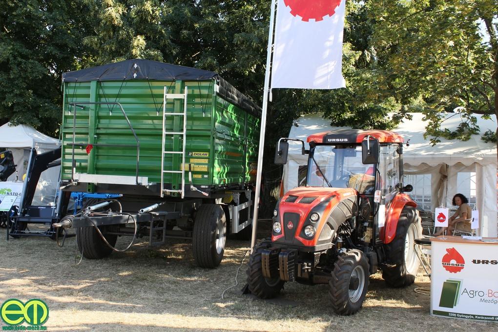 Ursus traktor az Agro-Boma standján 2013-ban