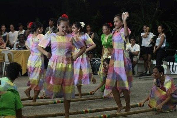 A Tinikling tánc