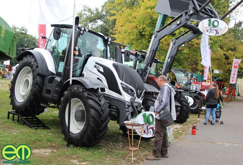 Valtra traktorok a Valkon 2007 Kft. standján