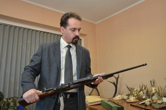 Varga Ferenc őrnagy: vizsgálják, honnan szerezhették a puskát