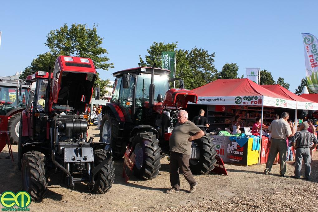MTZ traktorok és játék- valamint pólóvásár az Agro-Roll Kft. standján