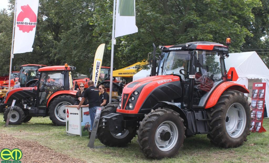 Ursus traktorok az Agro-Boma kiállítási területén