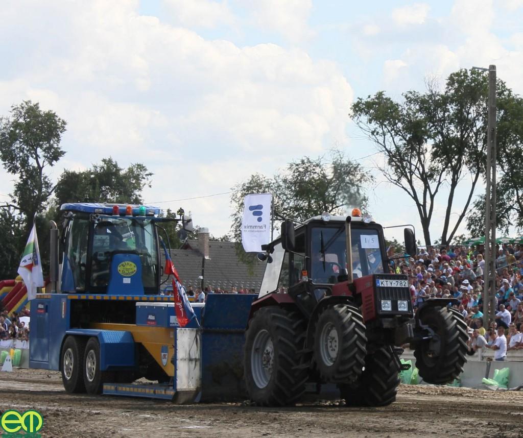 Ágaskodó MTZ traktor