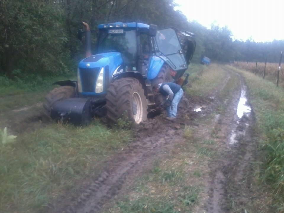 Holló Manuel egy New Hollant traktor és egy JENZ aprítógép társaságában ragadt be. 1. rész...