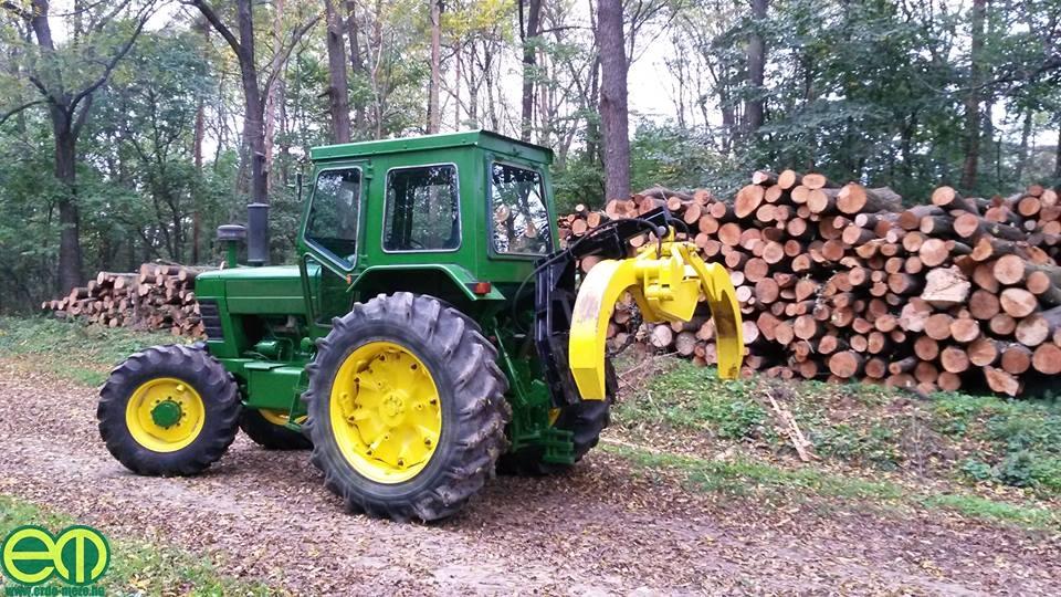 Flóra Márk felújított erdészeti John Deere traktora