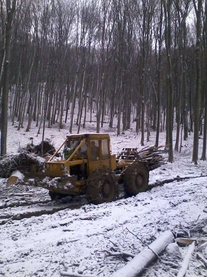 Jakab János: A munka ma sem állt le! Zemplén, Hejce, Borsó-hegy. A kép még reggel készült, de egész nap havazott. Nap végére már megvolt a 10 centi hó, alatta 15 centi sár - www.erdo-mezo.hu