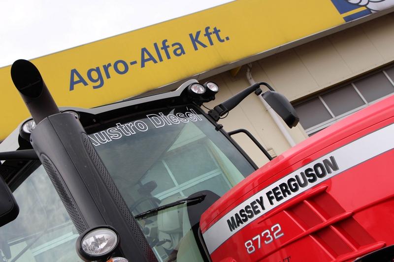 Középpontban a Massey Ferguson traktorok.