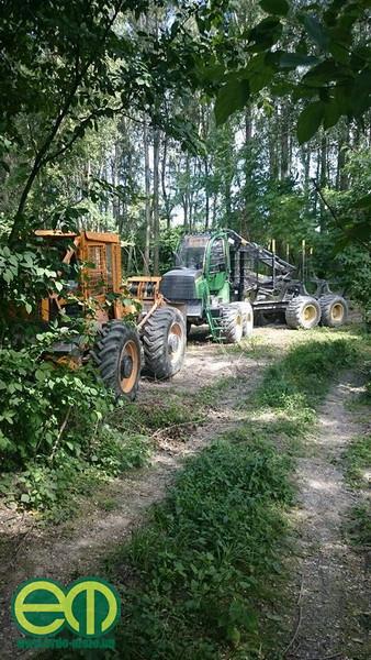 Mészáros Attila és a pihenő erdészeti gépek - John Deere forwarder és LKT vonszoló