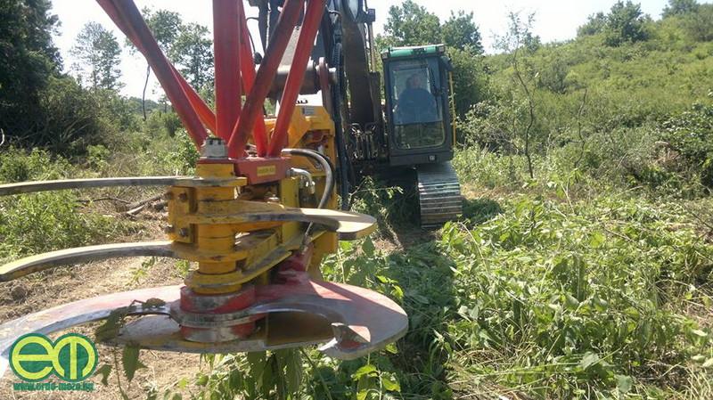 Molnár István ezzel az erdészeti géppel végzi munkáját