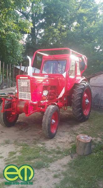 Tóth Miklós a nyáron újította fel erdészeti traktorát