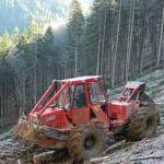 Románia erdei területeinek többsége meredek, a legáltalánosabb géptípusok a vonszolók - A képen egy Noe NF 140 látható. (Fotó: Alser Forest)
