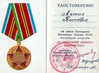 Palkovics Antal kitüntetése - kép: Magyar Repüléstörténeti Társaság évkönyve (2010)