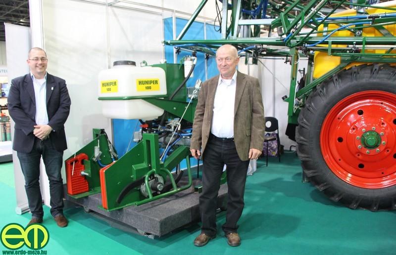 Kókai Balázs, és édesapja, Kókai Miklós az AGROmashEXPO kiállításon