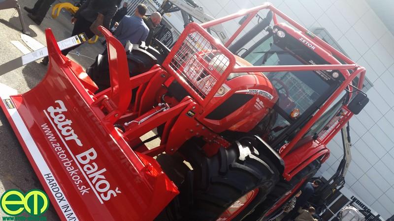 Szintén a legnépszerűbb erdészeti traktorok egyike volt az átalakított Zetor