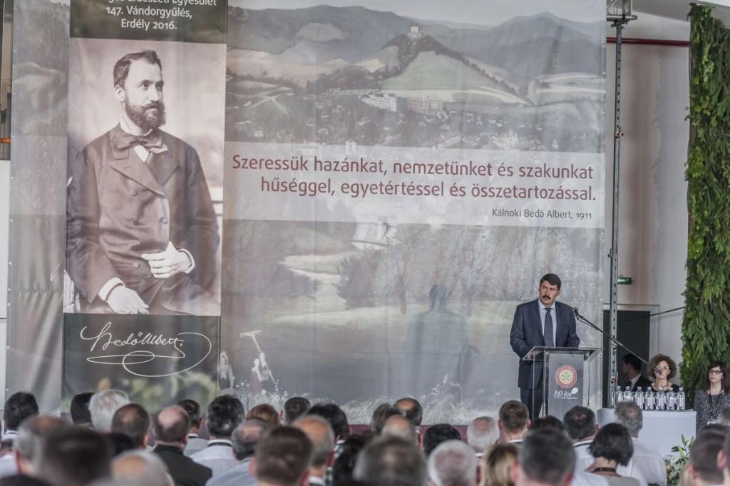Áder János köztársasági elnök beszédet mond a 150 éves Országos Erdészeti Egyesület sepsikőröspataki vándorgyűlésén Erdélyben 2016. június 23-án. MTI Fotó: Veres Nándor