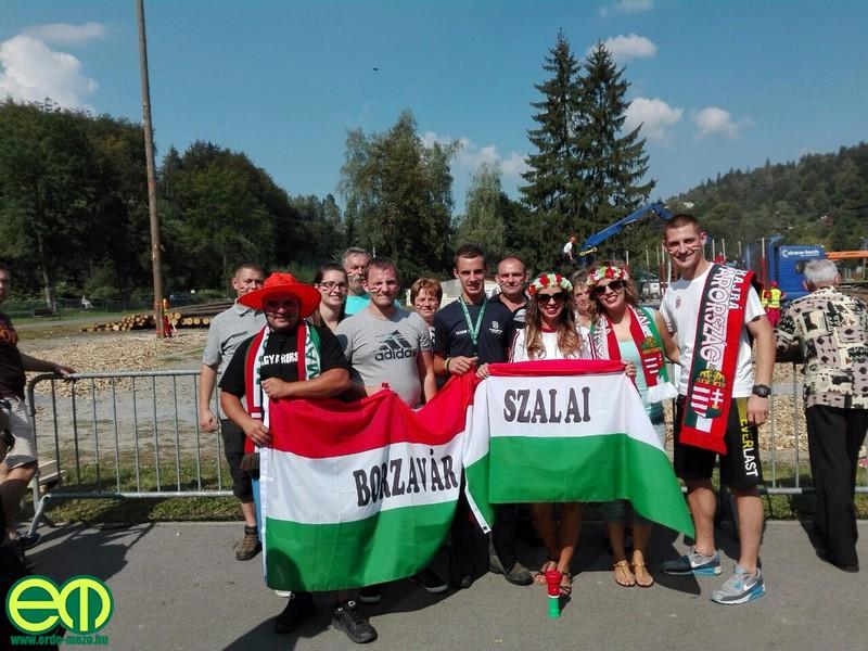 Szalai Dániel a szurkolók ölelésében - Fotó: Olvasónktól, Erdő-Mező Online