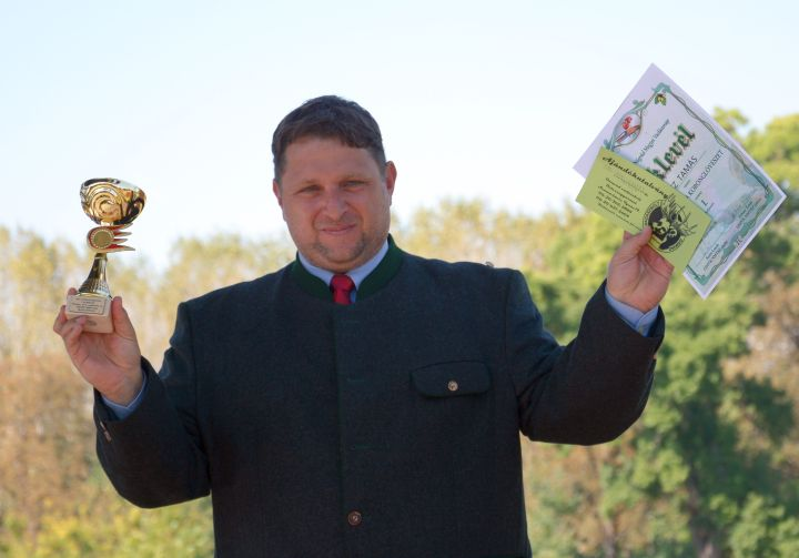 Dikasz Tamás díját az utánkeresőknek adta át