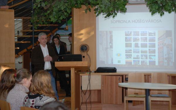 Dr. Magoss Endre oktatási dékánhelyettes beszélt a város és az egyetem értékeiről
