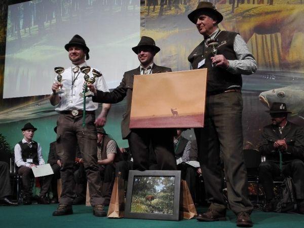 A dobogós versenyzők, középen a győztessel - Fotó: Éliás Tibor