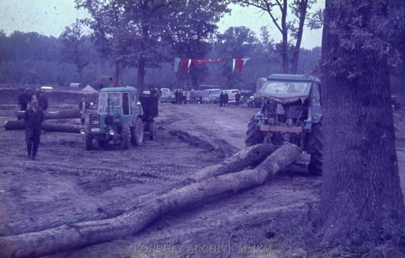 Dutra D4KB erdészeti csörlővel