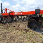A speciális csipkézettségű tárcsa előtt nem akadály a talajba hatolás