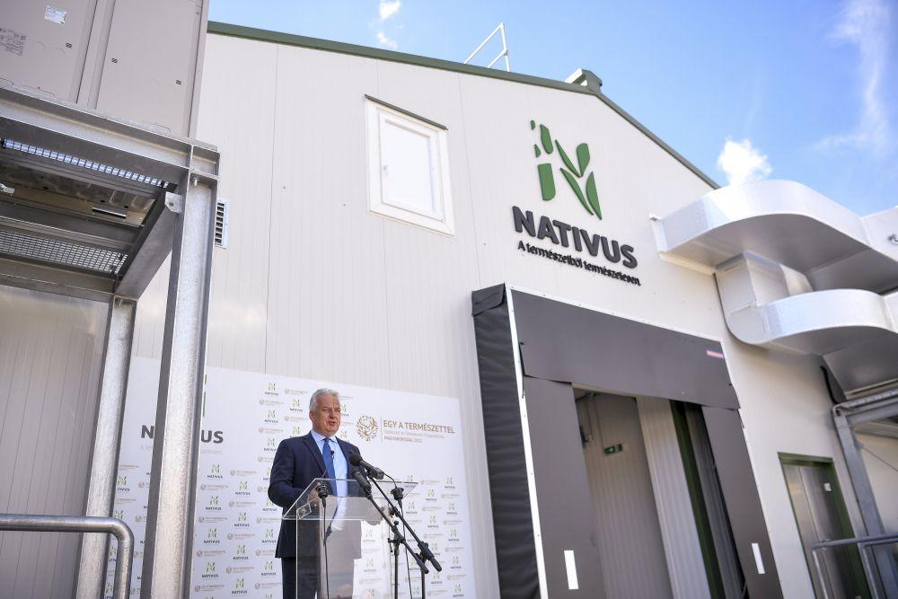 Napkor, 2020. augusztus 27. Semjén Zsolt nemzetpolitikáért felelõs miniszterelnök-helyettes beszédet mond a napkori vadhúsfeldolgozó üzem átadó ünnepségén 2020. augusztus 27-én. MTI/Czeglédi Zsolt