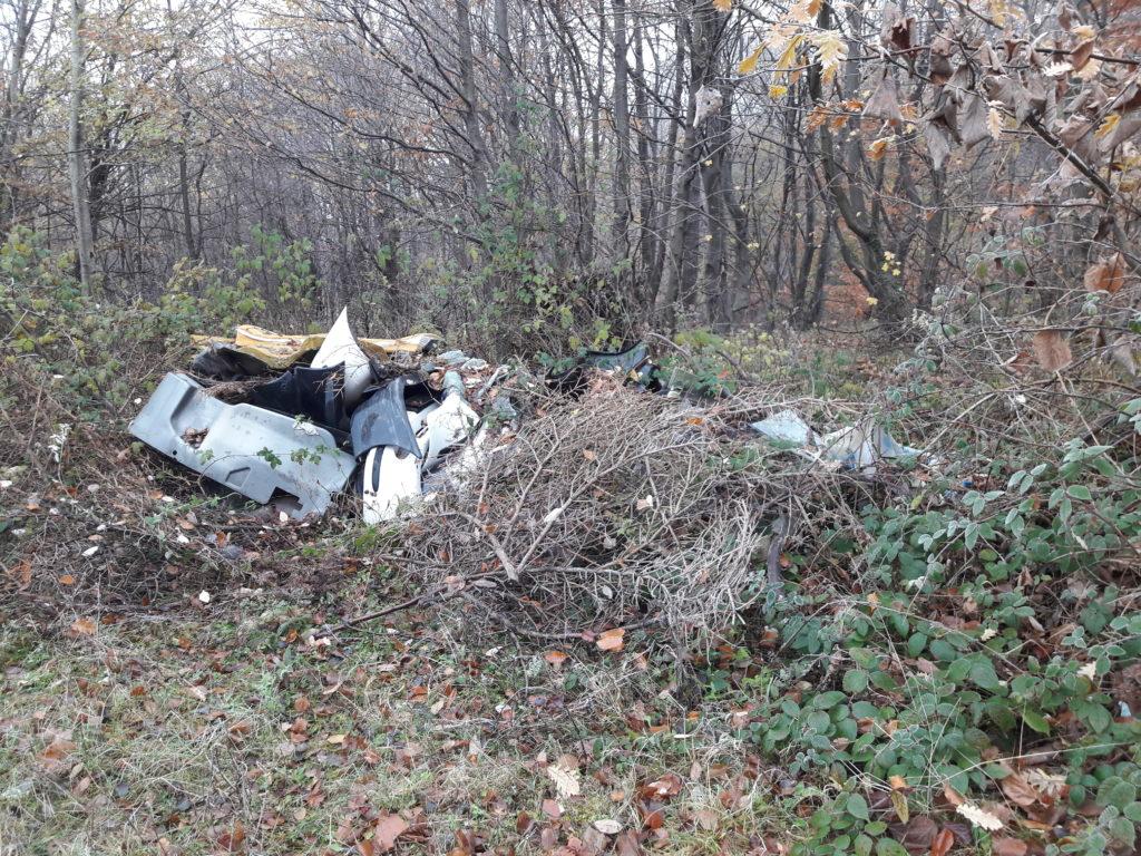 Illegális hulladék Pécs környékén (Mecsekerdő Zrt.)
