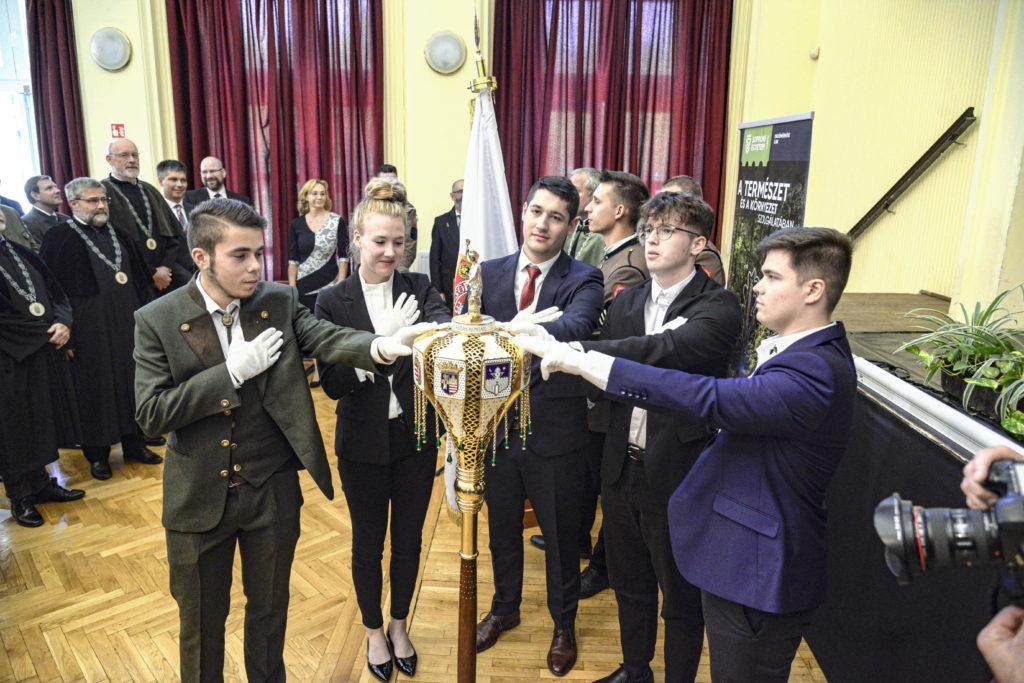 Sopron, 2021. szeptember 8. Elsõs hallgatók eskütétele a Soproni Egyetem tanévnyitó ünnepségén 2021. szeptember 8-án. MTI/Filep István